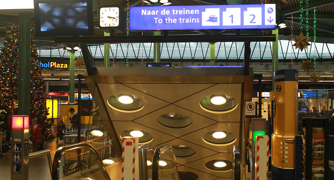 Overview of buses, shuttles and trains at Amsterdam Schiphol Airport